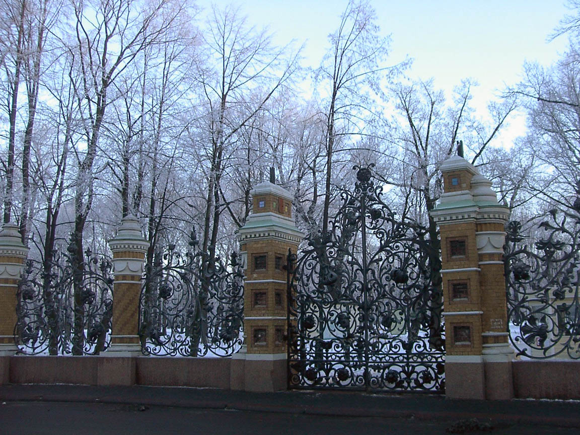 http://al-spbphoto.narod.ru/center/cnt_Griboedova_reshjotka_Mihaylovskogo_sada_28-12-04.jpg